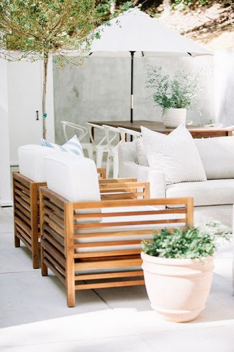 White outdoor patio furniture with white colorscheme